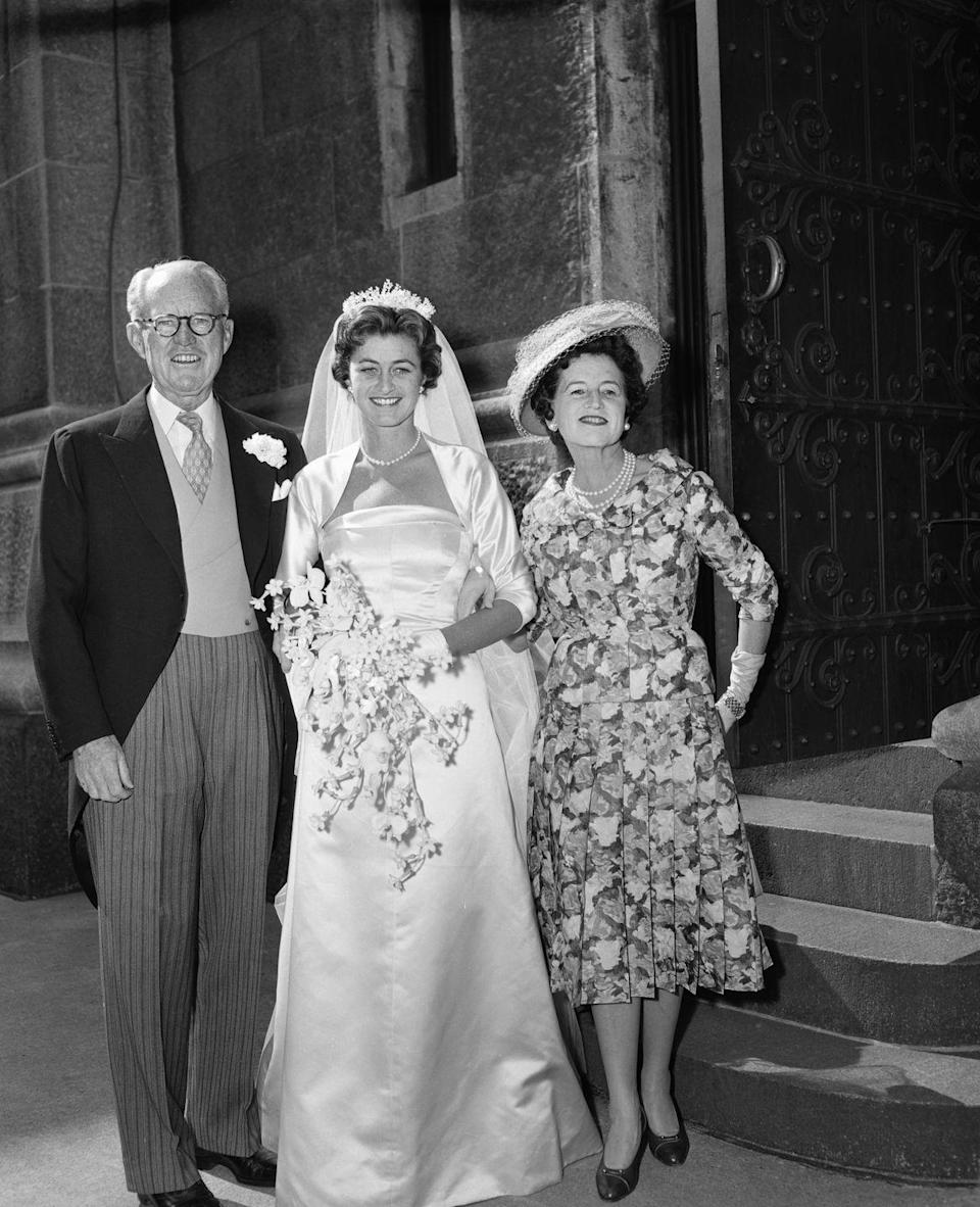 <p>She also posed with her parents on the day of her wedding. </p>