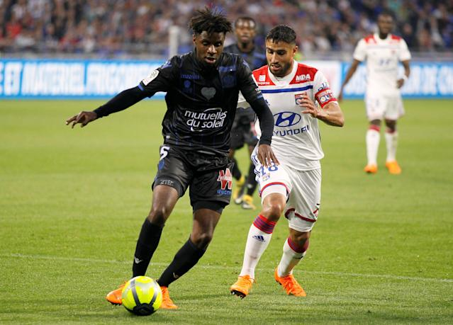 Soccer Football - Ligue 1 - Olympique Lyonnais vs OGC Nice - Groupama Stadium, Lyon, France - May 19, 2018 Lyon's Nabil Fekir in action with Nice's Adrien Tameze REUTERS/Emmanuel Foudrot