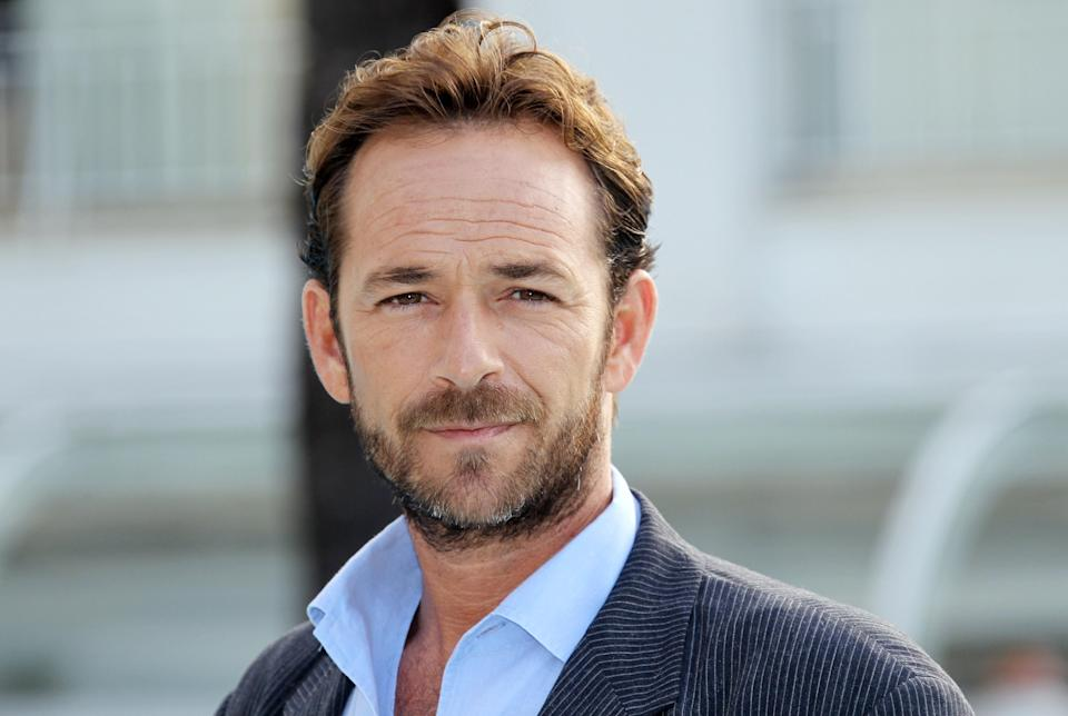 Luke Perry poses during the TV series photocall <i>Goodnight for Justice</i> on Oct. 5, 2010 in Cannes. (Photo: VALERY HACHE/AFP/Getty Images)