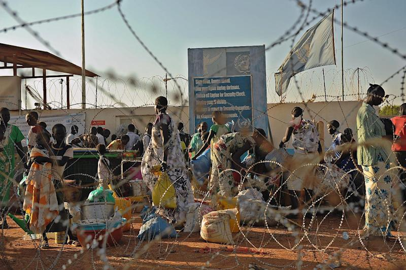 Residents of Juba arrive at the UN compound to seek shelter after gunfire shattered the silence in South Sudan's capital on December 20, 2013 (AFP Photo/Tony Karumba)