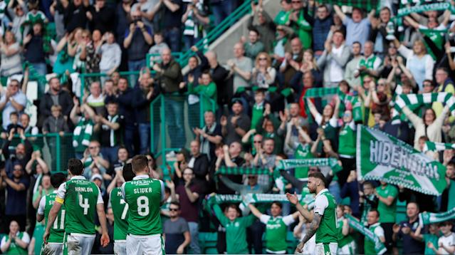 Soccer Football - Scottish Premiership - Hibernian v Celtic - Easter Road, Edinburgh, Britain - April 21, 2018 Hibernian players celebrate in front of fans after the match REUTERS/Russell Cheyne