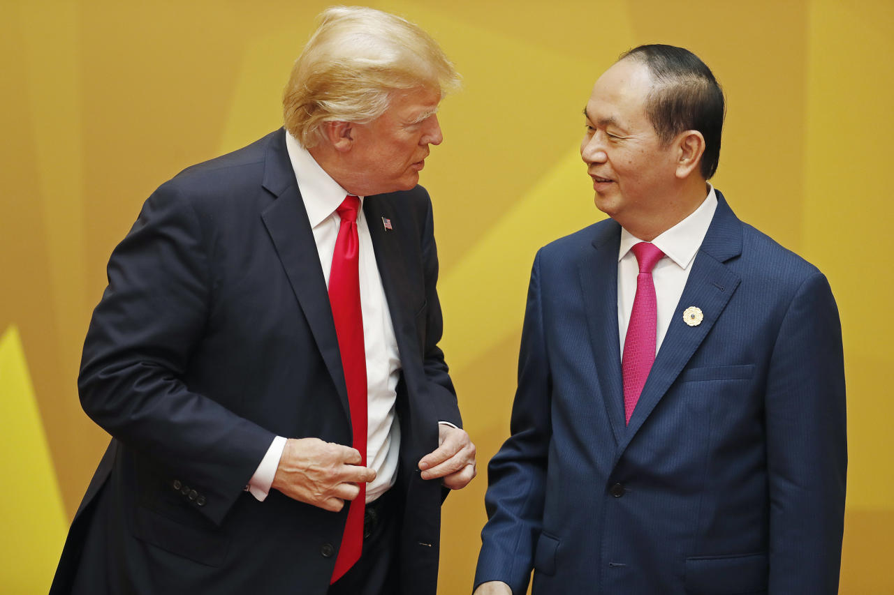 <p>Vietnam's President Tran Dai Quang talks to U.S. President Donald Trump at the APEC Economic Leaders' Meeting in Danang, Saturday, Nov. 11, 2017. Trade ministers from 11 Pacific Rim countries said they reached an agreement Saturday to proceed with the free-trade Trans-Pacific Partnership deal that was in doubt after President Trump abandoned it. However, an immediate formal endorsement by the countries' leaders meeting in Vietnam appeared unlikely. (Photo: Jorge Silva/Pool Photo via AP) </p>
