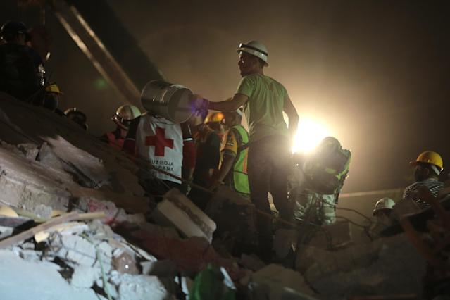<p>Rescuers work after the magnitude 7.1 earthquake jolted central Mexico damaging buildings, knocking out power and causing alarm throughout the capital on Sept. 19, 2017 in Mexico City, Mexico. (Photo: Hector Vivas/Getty Images) </p>