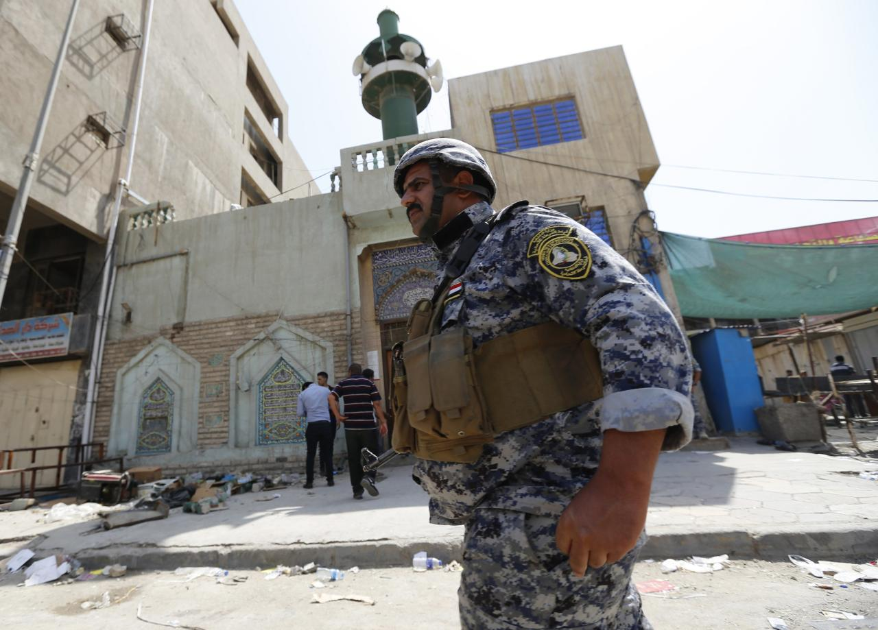 A member of the Iraqi security forces stands guard outside a Shi'ite mosque after a bomb attack in Baghdad May 27, 2014. The attack by a suicide bomber killed 19 people and wounded 36, police sources said. REUTERS/Thaier Al-Sudani (IRAQ - Tags: RELIGION CIVIL UNREST POLITICS)