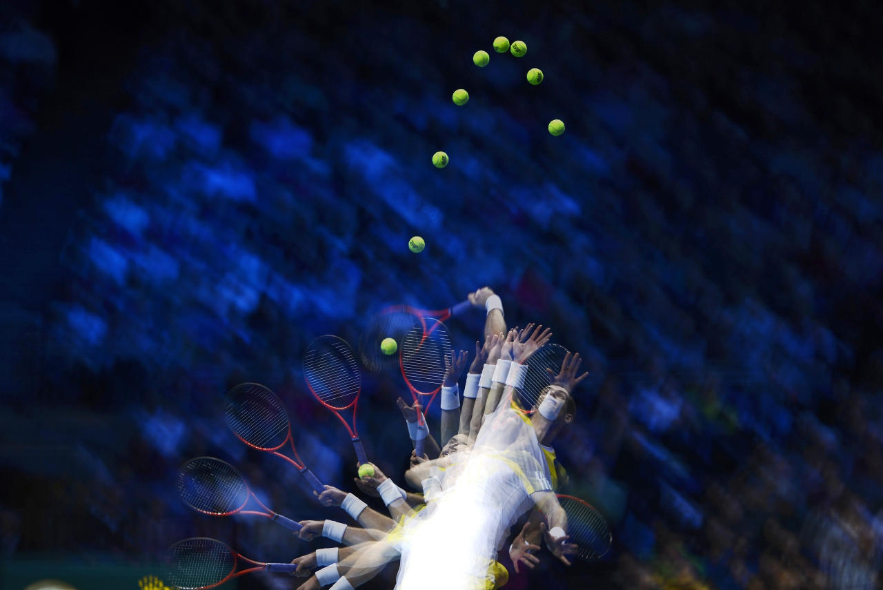A multiple exposure photograph shows Britain's Andy Murray as he serves to Serbia's Novak Djokovic during their men's singles tennis match at the ATP World Tour Finals in the O2 Arena in London November 7, 2012.   REUTERS/Dylan Martinez   (BRITAIN - Tags: SPORT TENNIS)