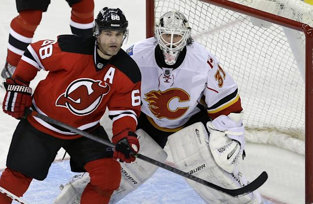 New Jersey Devils' Jaromir Jagr (68), of the Czech Republic, plays in front of Calgary Flames goalie Karri Ramo (31), of Finland, during the third period of an NHL hockey game in Newark, N.J., Monday, April 7, 2014. The Flames won 1-0. (AP Photo/Mel Evans)