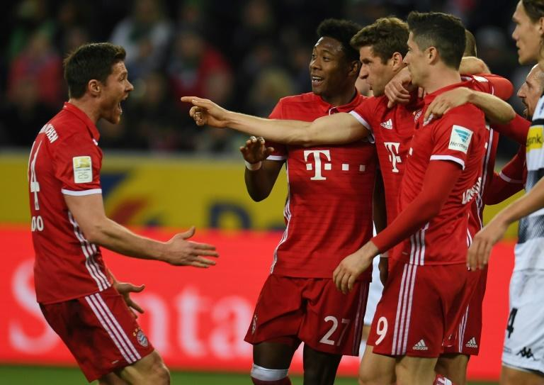 Bayern Munich's midfielder Thomas Mueller and his teammates celebrate during a Bundesliga football match against Borussia Moenchengladbach on March 19, 2017