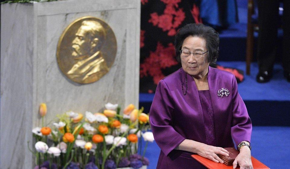 Nobel Medicine Prize 2015 co-winner Chinese Youyou Tu leaves the stage after receiving her medal during the 2015 Nobel prize award ceremony at the Stockholm Concert Hall on December 10, 2015. Photo: AFP