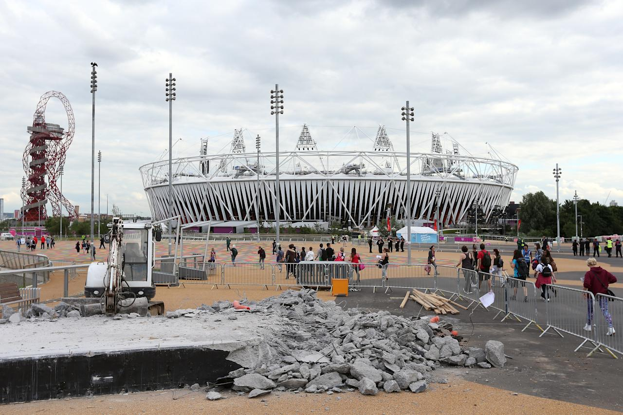 LONDON, ENGLAND - JULY 19:  A general view of the Olympic Stadium with construction work in the foreground during previews ahead of the London 2012 Olympic Games at the Olympic Park on July 19, 2012 in London, England.  (Photo by Julian Finney/Getty Images)