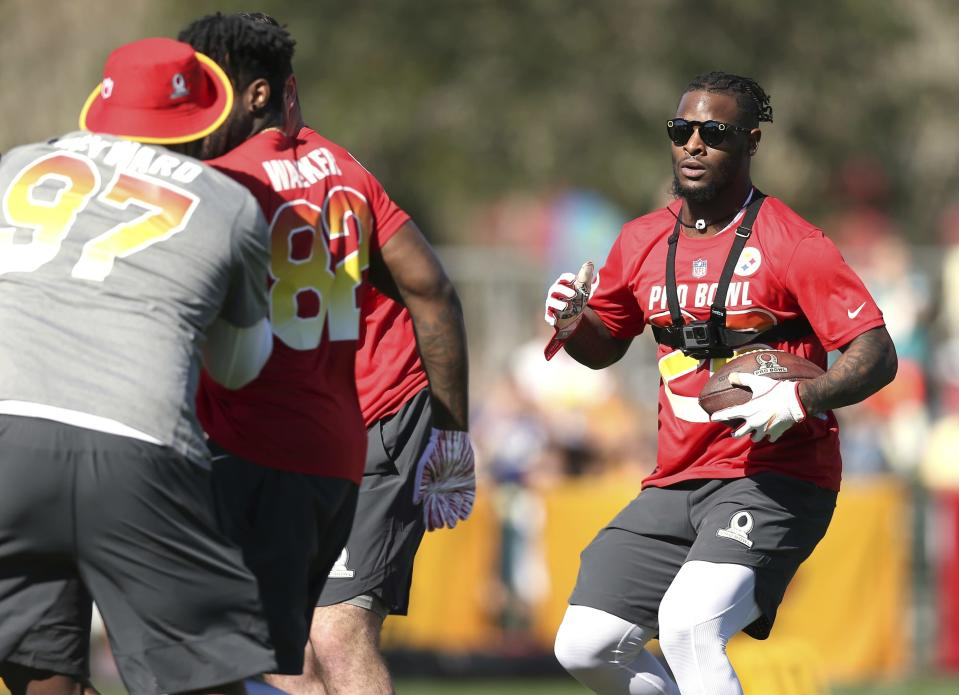 Le'Veon Bell would have had plenty to lose this offseason if he shows up overweight to meetings with teams. (AP Photo/Doug Benc)