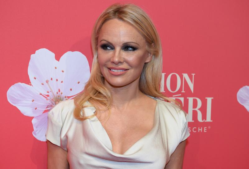 04 December 2018, Bavaria, München: Pamela Anderson comes to the Gala on the occasion of the Mon Cheri Barbara day, a PR event of the chocolate manufacturer Ferrero, in the old Bayerische Staatsbank. Here a confectionery manufacturer organizes a fundraising campaign around Barbara Day. Photo: Sven Hoppe/dpa (Photo by Sven Hoppe/picture alliance via Getty Images)