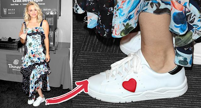 Kaley Cuoco loves pairing sneakers with fancy dresses. (Photo: Getty Images)