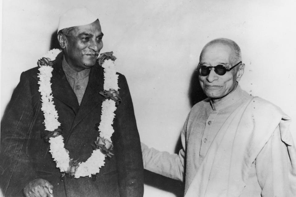 Dr Rajendra Prasad (1884 - 1964), the new President of India (left) with the former Governor-General Chakravarthi Rajagopalachari (1878 - 1972) (now the Union Minister for Home), 1950. (Photo by FPG/Archive Photos/Getty Images)