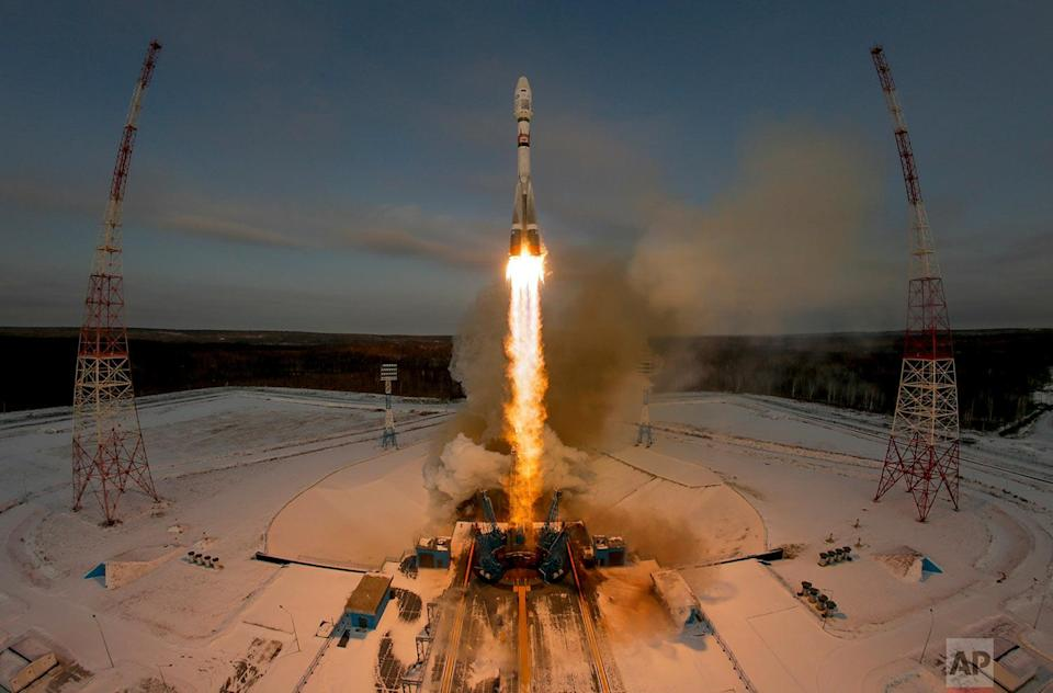 <p>A Russian Soyuz 2.1b rocket carrying the Meteor M satellite and additional 18 small satellites lifts off from the launch pad at the new Vostochny cosmodrome outside the city of Tsiolkovsky, about 200 kilometers (125 miles) from the city of Blagoveshchensk in the far eastern Amur region, Russia. (AP Photo/Dmitri Lovetsky) </p>