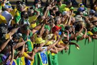 Supporters of Brazilian President Jair Bolsonaro attend the flag-raising ceremony at Alvorada Palace, during the Independence Day celebrations in Brasilia (AFP/EVARISTO SA)
