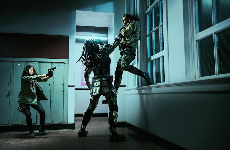 Olivia Munn and Boyd Holbrook face the predator (20th Century Fox)