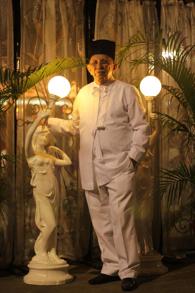 A Parsi gentleman sports a traditional ensemble with dagli and feto. Worn mostly during weddings and navjotes (initiation ceremony), a dagli is a white jacket held together with bows, worn over a white shirt and white trousers. It's usually accompanied by a feto, which is a type of hard-hat.
