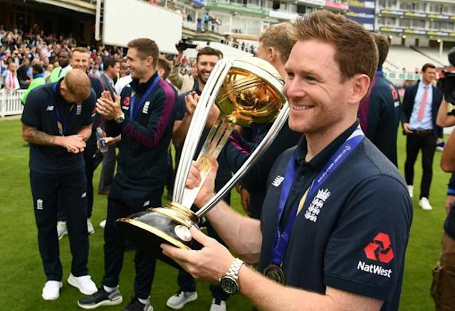 England captain Eoin Morgan carries the World Cup trophy (AFP Photo/Daniel LEAL-OLIVAS)