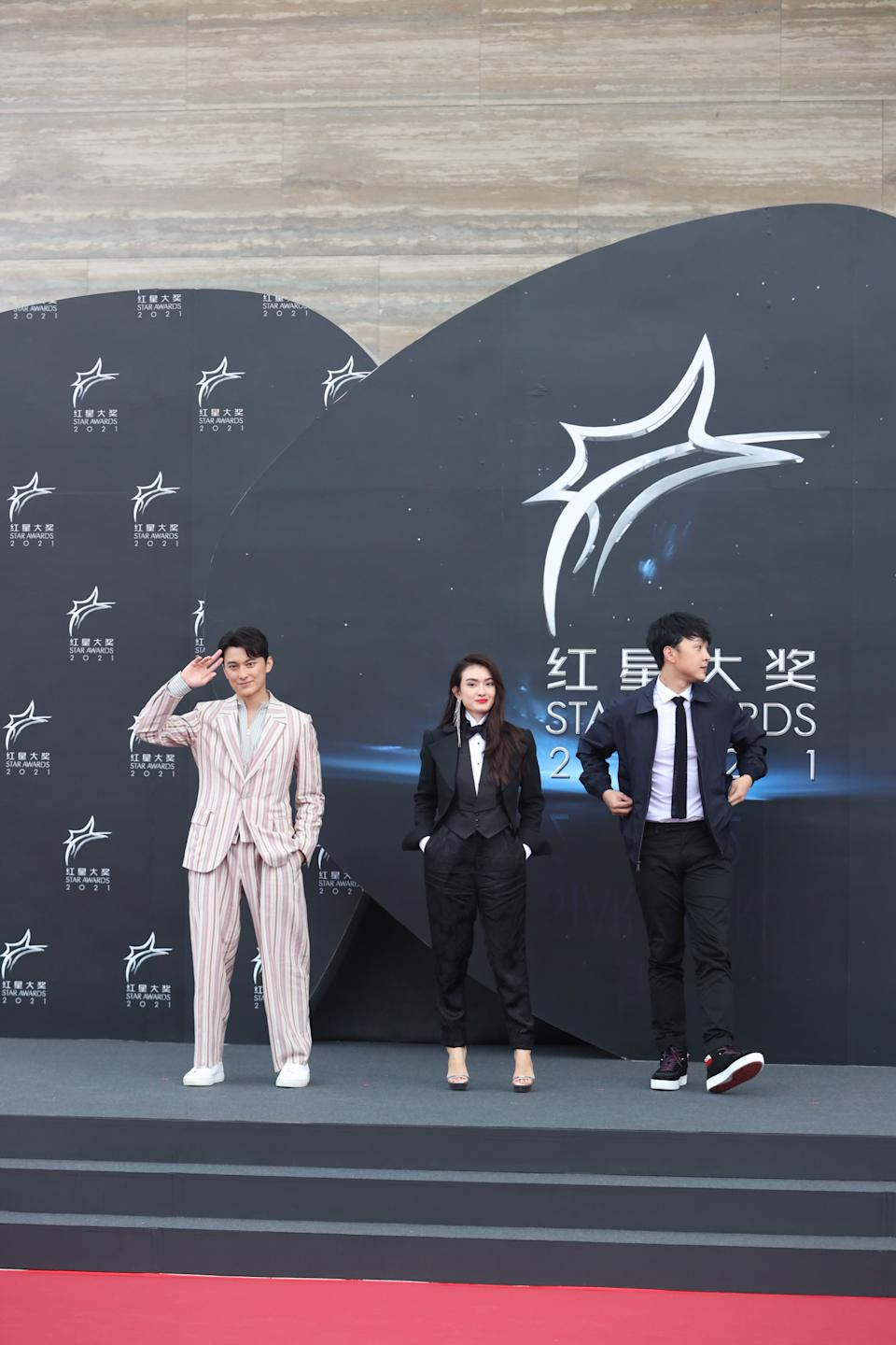 Edwin Goh, Hong Ling and Jeffrey Xu at Star Awards held at Changi Airport on 18 April 2021. (Photo: Mediacorp)