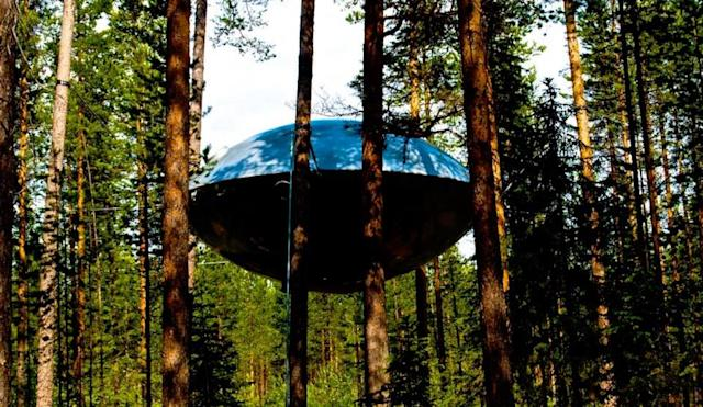 Treehouse Masters Star Pete Nelson Visits Swedish Treehotel