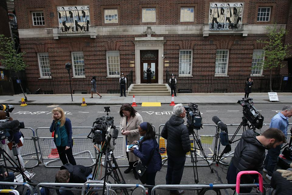Members of the press set up outside the private Lindo Wing of St Mary's Hospital, in central London on April 23, 2018, where Britain's Catherine, Duchess of Cambridge is in labour. - Catherine, the wife of Britain's Prince William, was admitted to hospital in London on Monday in the early stages of labour, Kensington Palace announced. (Photo by Daniel LEAL-OLIVAS / AFP)        (Photo credit should read DANIEL LEAL-OLIVAS/AFP via Getty Images)