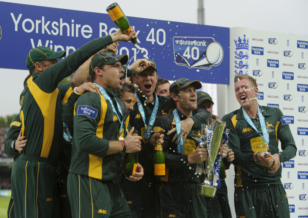 Nottinghamshire's Chris Read lifts the trophy after winning the Yorkshire Bank Pro40 Final against Glamorgan during the Yorkshire Bank Pro40 Final at Lord's Cricket Ground, London.