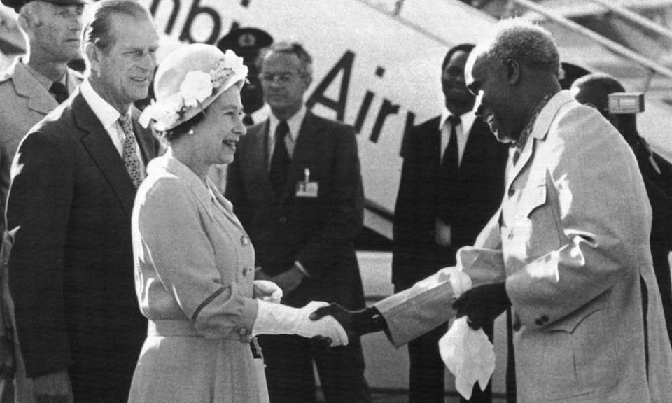 Kenneth Kaunda greets the Queen and the Duke of Edinburgh upon thier arrival in Lusaka in 1979