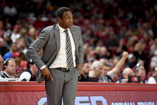 Alabama and coach Avery Johnson are reportedly negotiating a buyout after four seasons with the program. (AP/Michael Woods)