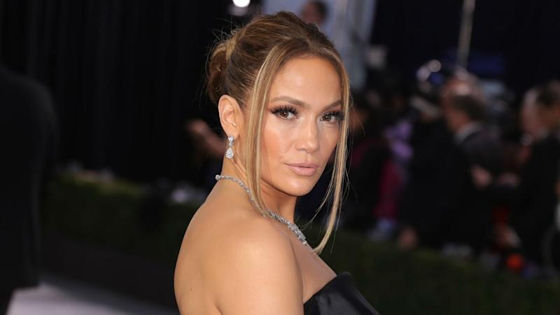 Jennifer Lopez Goofs Off During Super Bowl Halftime Rehearsal: 'Waiting for My Cue'
