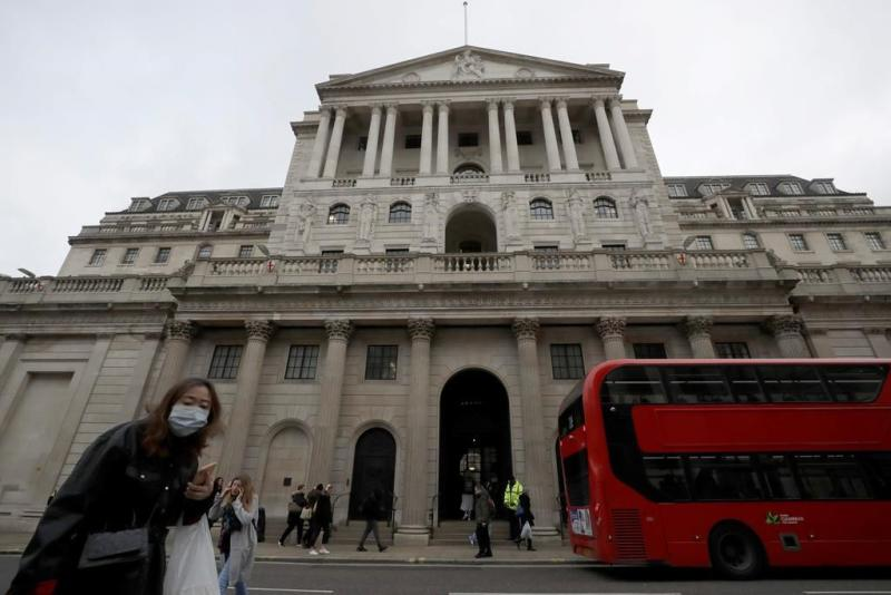 Bank of England eyes sub-zero rates in face of virus, Brexit