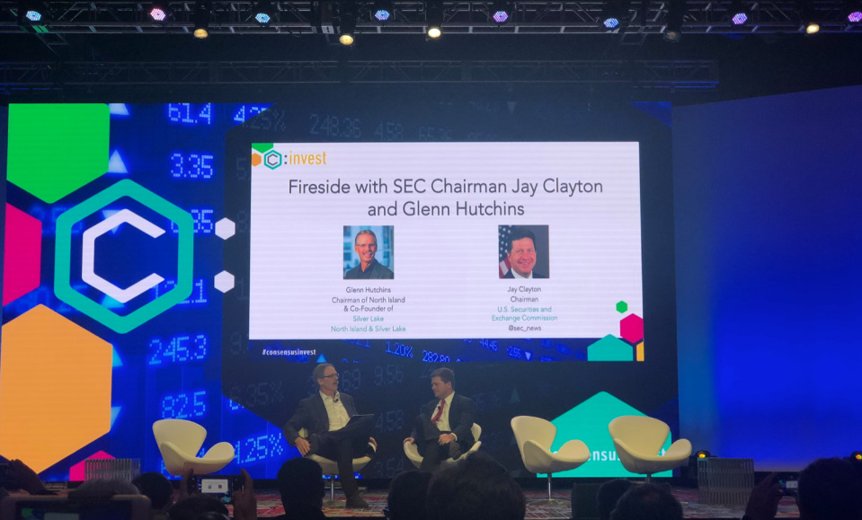 Glenn Hutchins of Silver Lake Partners (L) speaks with SEC chairman Jay Clayton at CoinDesk's Consensus: Invest in New York City on Nov. 27, 2018. (Photo: @Katherineykwu on Twitter)