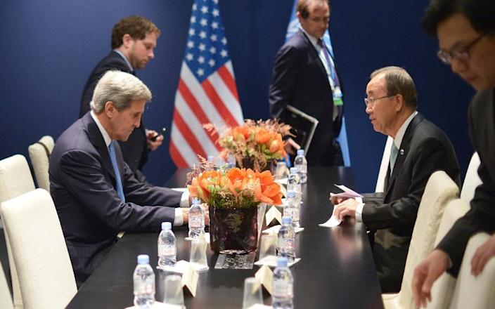 US Secretary of State John Kerry (L) and United Nations Secretary General Ban Ki-moon (R) meet on the sidelines of the COP 21 on December 11, 2015 in Le Bourget (AFP Photo/Mandel Ngan)