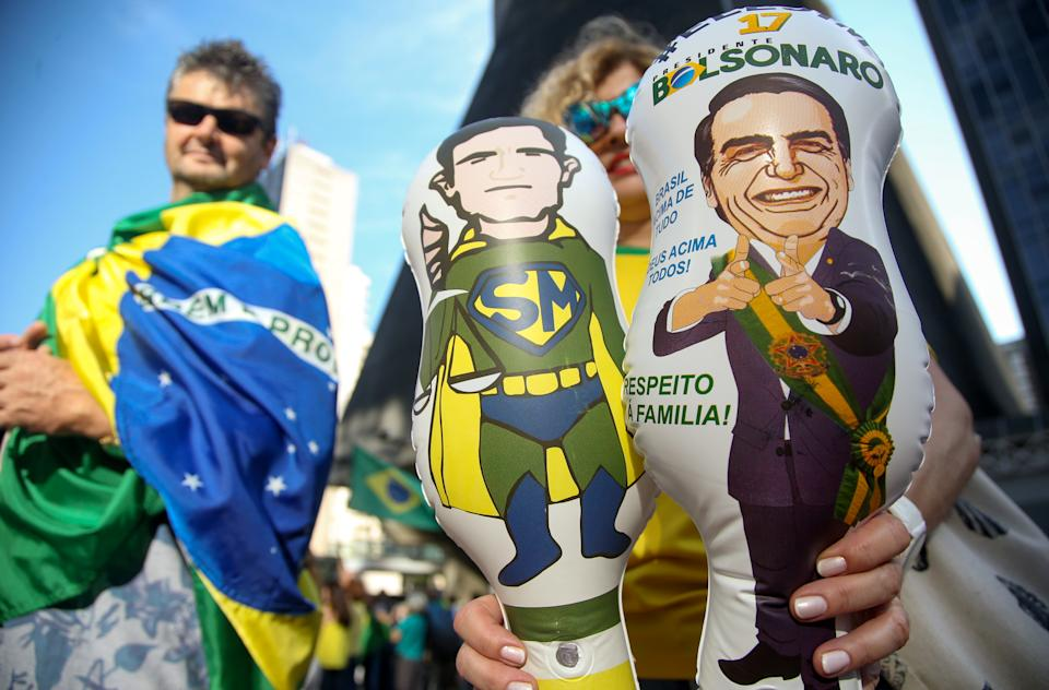 A demonstrator holds inflatable toys depicting Justice Minister Sergio Moro and Brazil's President Jair Bolsonaro during a protest to demand a bill to repeal the recent Supreme Court ruling forbidding the detention of convicts until their final appeal fails, at Avenida Paulista, in Sao Paulo, Brazil December 8, 2019. REUTERS/Rahel Patrasso