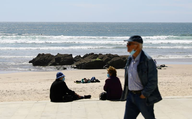 FILE PHOTO: Tourists from Britain and most EU countries able to return to Portugal