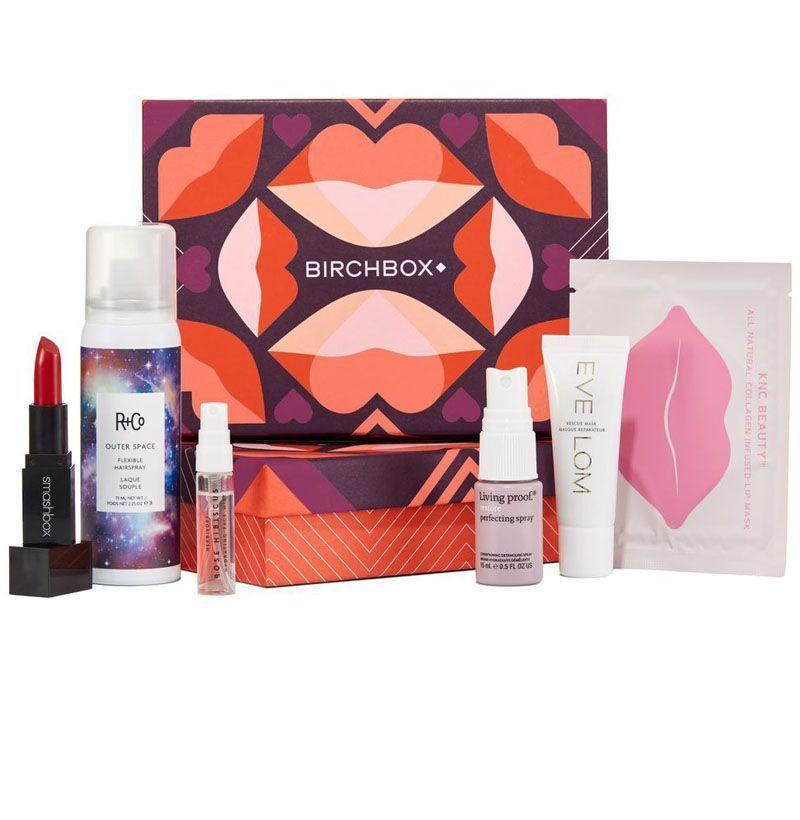 """<p><strong>Birchbox</strong></p><p>birchbox.com</p><p><strong>$45.00</strong></p><p><a href=""""https://go.redirectingat.com?id=74968X1596630&url=https%3A%2F%2Fwww.birchbox.com%2Fgift%2Fhome&sref=https%3A%2F%2Fwww.esquire.com%2Flifestyle%2Fg18726497%2Flast-minute-mothers-day-gift-ideas%2F"""" rel=""""nofollow noopener"""" target=""""_blank"""" data-ylk=""""slk:Buy"""" class=""""link rapid-noclick-resp"""">Buy</a></p><p>Give her a monthly goodie box of new makeup and skincare products from Birchbox.</p>"""