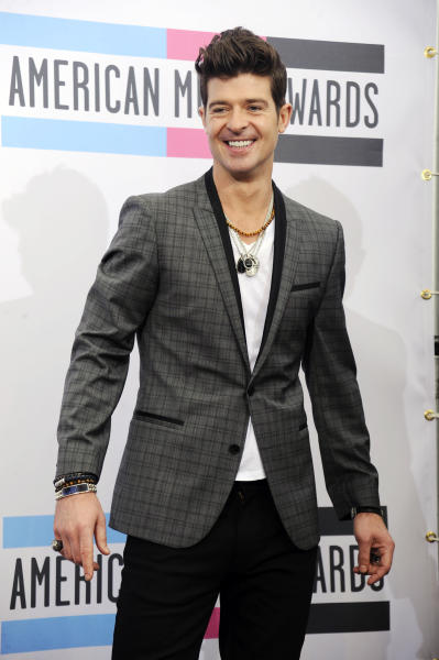 """FILE - In this Sunday, Nov. 20, 2011 file photo, Robin Thicke poses backstage at the 39th Annual American Music Awards, in Los Angeles. R&B singer Robin Thicke is a mentor on the new ABC singing series """"Duets."""" It also features Kelly Clarkson, John Legend and Sugarland's Jennifer Nettles. (AP Photo/Chris Pizzello, File)"""