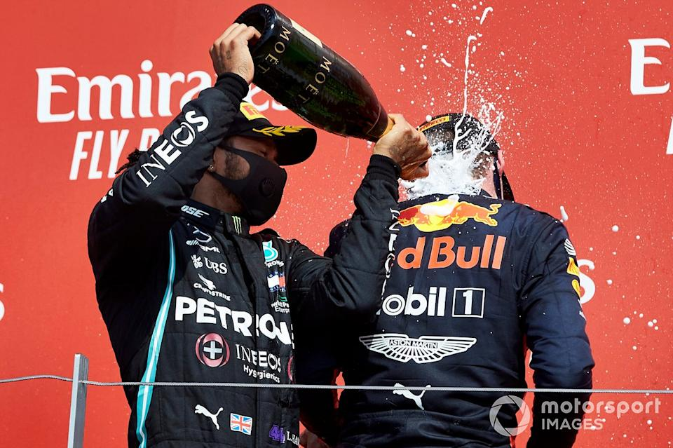 "Lewis Hamilton, Mercedes-AMG Petronas F1 and Race Winner Max Verstappen, Red Bull Racing on the podium with the champagne<span class=""copyright"">Steve Etherington / Motorsport Images</span>"