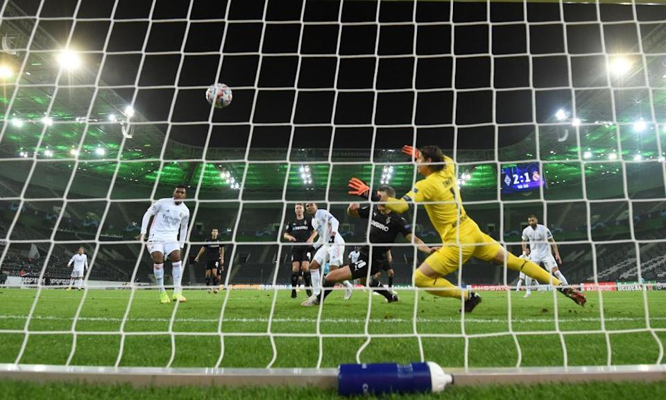 Casemiro's 93rd-minute equaliser against Borussia Mönchengladbach in October is one of several decisive late Real Madrid goals this season.