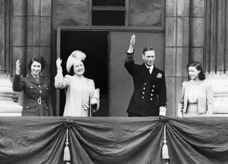(Original Caption) 05/08/1945-London, England- Britain's Royal Family gathers on the balcony of Buckingham Palace to observe V-E Day. L-r: Heir Presumptive Princess Elizabeth; Queen Elizabeth; King George VI; and Princess Margaret Rose.