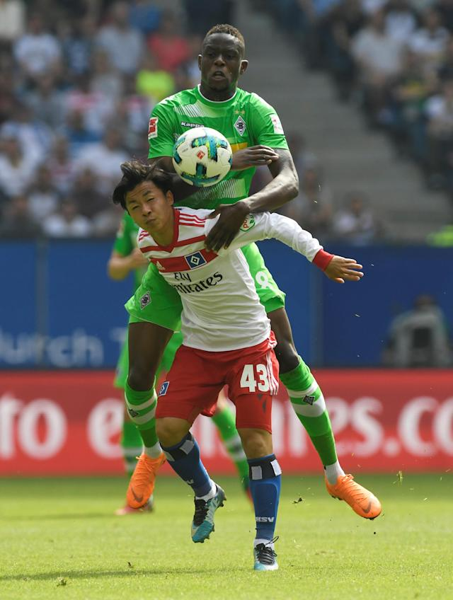 Soccer Football - Bundesliga - Hamburger SV v Borussia Moenchengladbach - Volksparkstadion, Hamburg, Germany - May 12, 2018 Hamburg's Tatsuya Ito in action with Borussia Monchengladbach's Denis Zakaria REUTERS/Fabian Bimmer DFL RULES TO LIMIT THE ONLINE USAGE DURING MATCH TIME TO 15 PICTURES PER GAME. IMAGE SEQUENCES TO SIMULATE VIDEO IS NOT ALLOWED AT ANY TIME. FOR FURTHER QUERIES PLEASE CONTACT DFL DIRECTLY AT + 49 69 650050