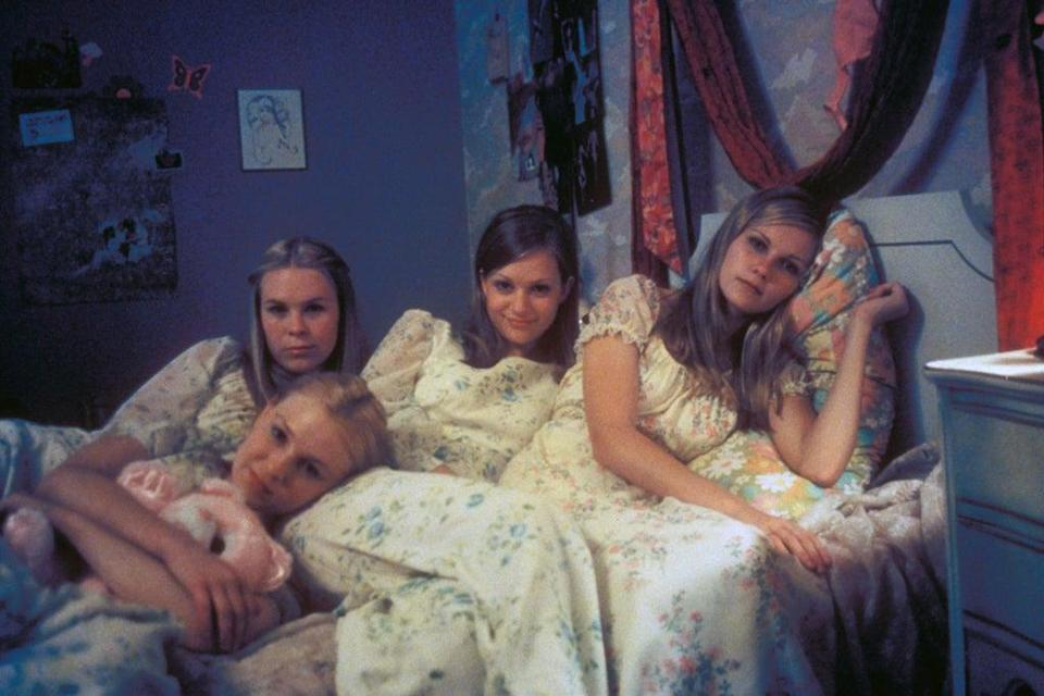 Editorial use only. No book cover usage. Mandatory Credit: Photo by American Zoetrope/Kobal/Shutterstock (5879505j) Chelsea Swain, Leslie Hayman, Kirsten Dunst, A.J. Cook The Virgin Suicides – 1999 Director: Sofia Coppola American Zoetrope USA Scene Still