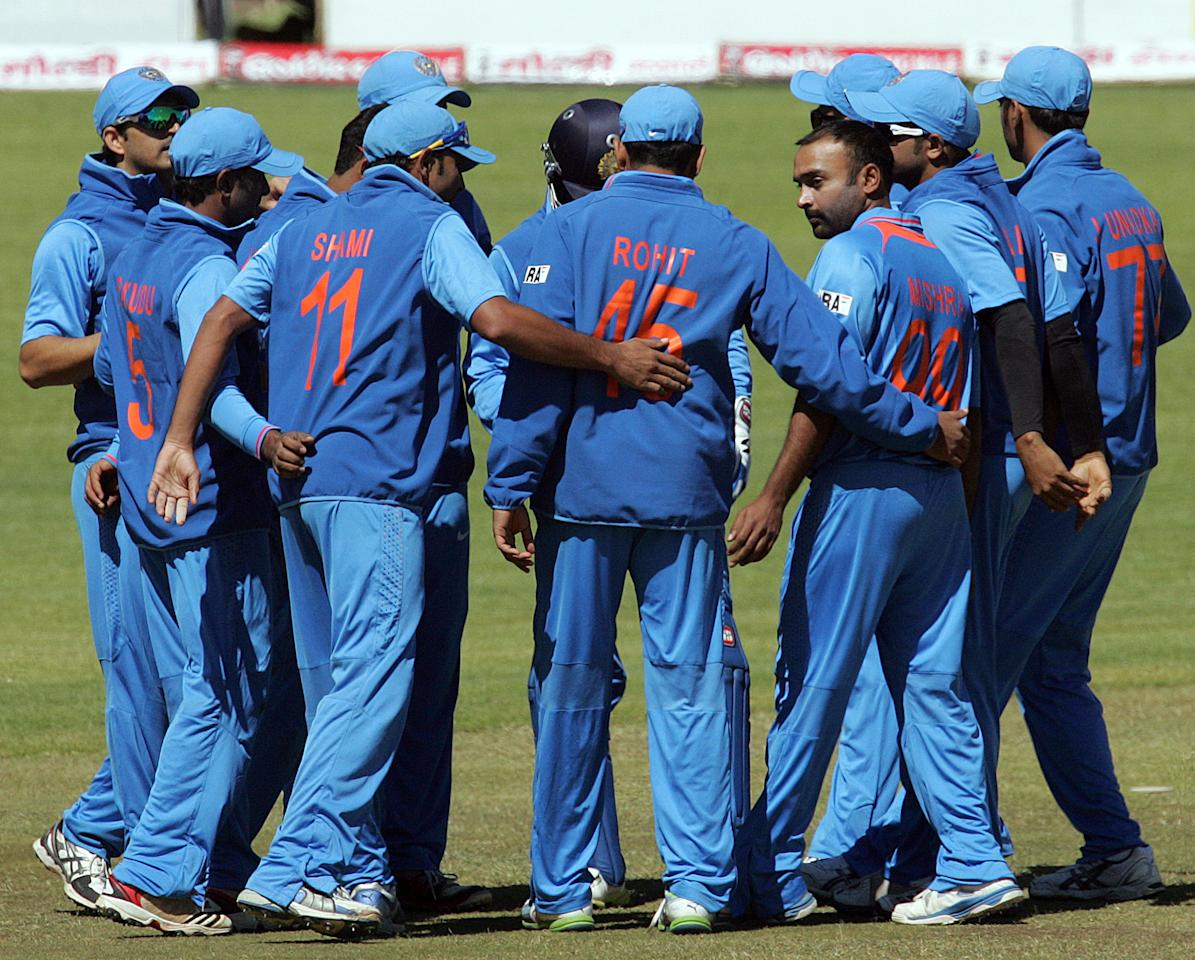 Indian players in a huddle as they have Zimbabwe under pressure during the 4th match of the 5-match cricket ODI series between Zimbabwe and India at Queen's Sports Club in Harare on August 1, 2013. AFP PHOTO / Jekesai Njikizana        (Photo credit should read JEKESAI NJIKIZANA/AFP/Getty Images)