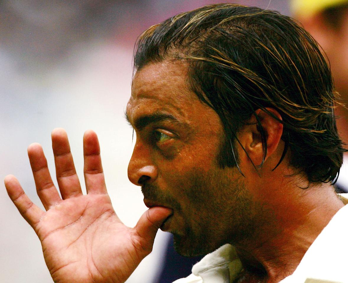 MELBOURNE, AUSTRALIA - DECEMBER 27:  Shoaib Akhtar of Pakistan gestures as he leaves the field during a rain delay during day two of the Second Test between Australia and Pakistan played at the MCG on December 27, 2004 in Melbourne, Australia.  (Photo by Hamish Blair/Getty Images)