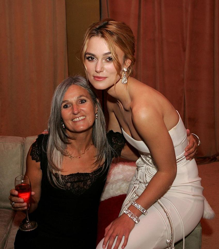 <p>Keira Knightley with her mom at the 2006 Golden Globes. (Photo: Getty Images) </p>