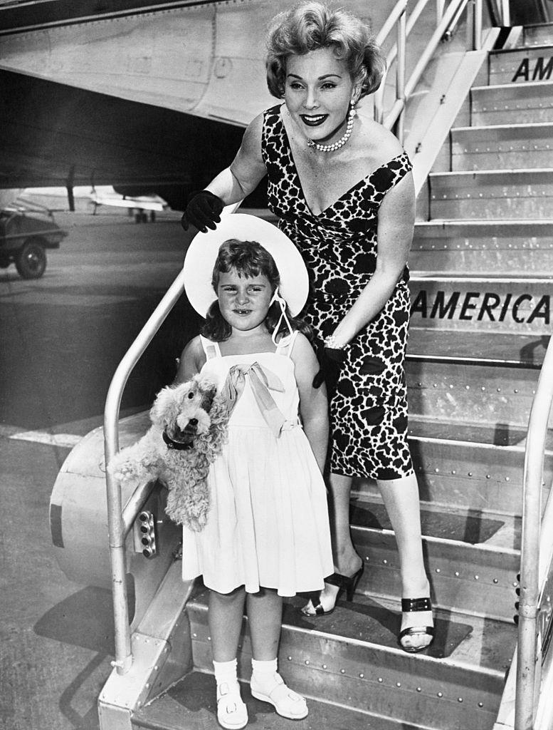 <p>Zsa Zsa and her daughter, Francesca Hilton, bid farewell to fans before boarding a flight from Los Angeles to New York in 1952. </p>