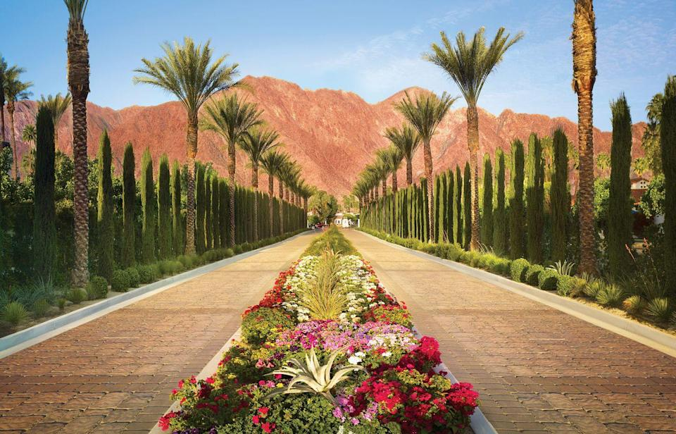<p>This driveway totally gets our first impression rose. </p>