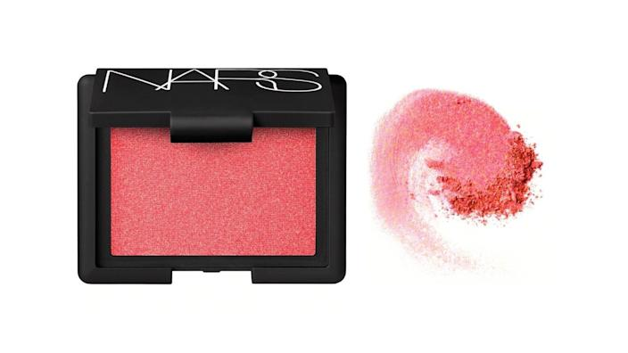 More than 700,000 Sephora shoppers adore this shimmery blush.