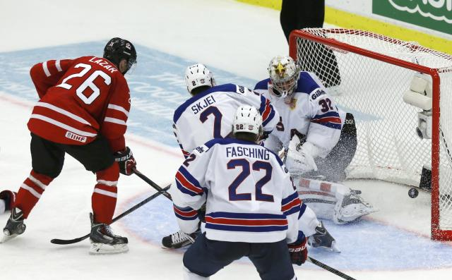 Canada's Curtis Lazar (L) scores on United States' goalie Jon Gillies (R) during the third period of their IIHF World Junior Championship ice hockey game in Malmo, Sweden, December 31, 2013. REUTERS/Alexander Demianchuk (SWEDEN - Tags: SPORT ICE HOCKEY)