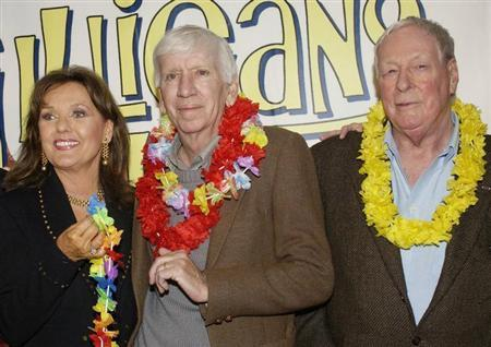 """Dawn Wells, Bob Denver and Russell Johnson (L-R), cast members in """"Gilligan's Island,"""" pose during a launch party for """"Gilligan's Island: The Complete First Season,"""" which will debut on DVD February 3, 2004 in Marina Del Rey, California. REUTERS/Jim Ruymen"""