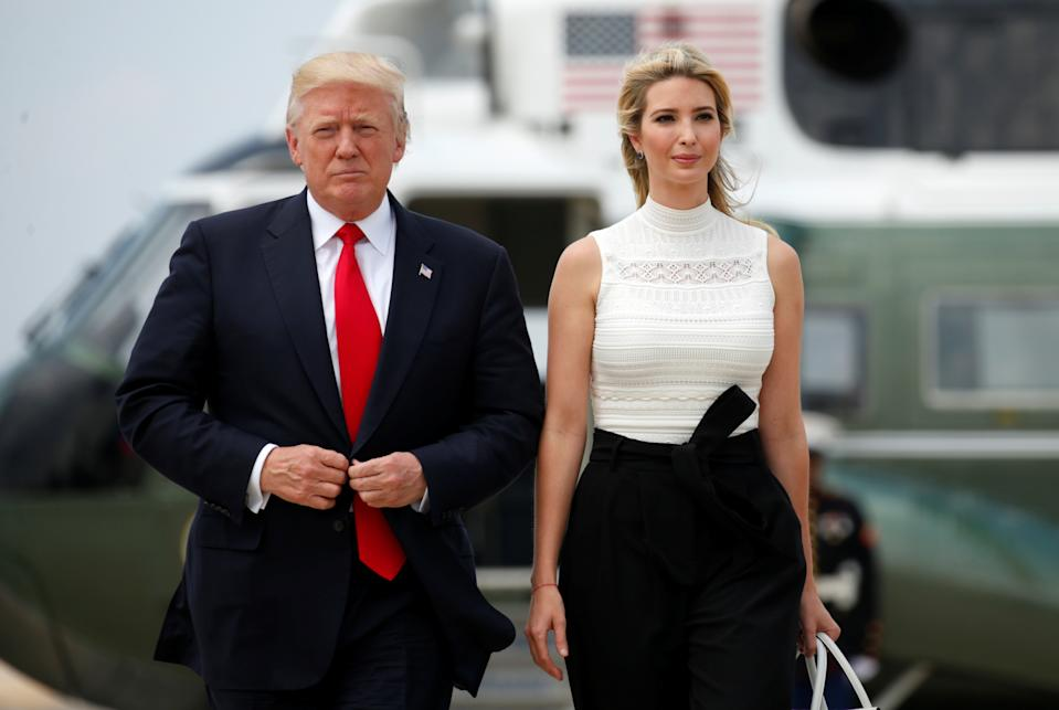 El presidente Donald Trump y su hija Ivanka Trump en la Base Andrews, en Maryland. (Reuters)